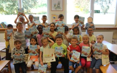Buch-Geschenke für alle Erstklässler der Janosch-Grundschule durch die Stiftung Lesen