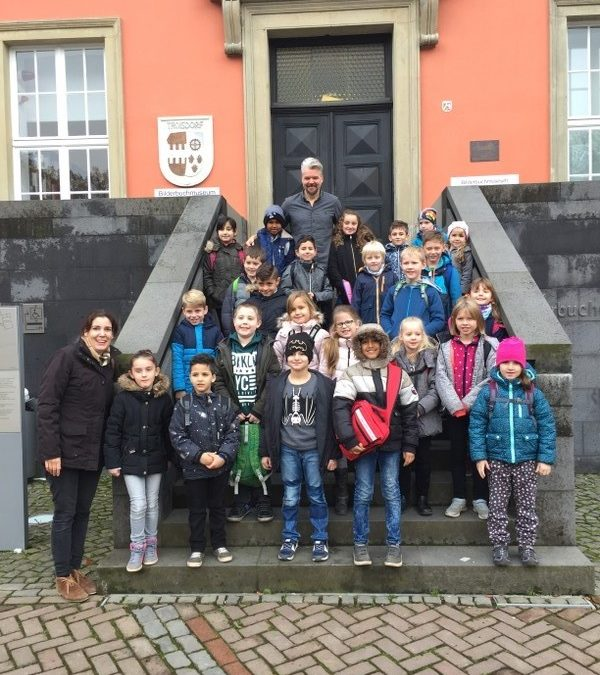 Ausflug in die Burg Wissem zum Bilderbuchautor Martin Baltscheid