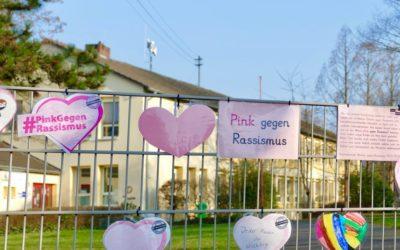 """Aktion """"Pink gegen Rassismus"""" – Wir äußern unsere tolerante und offene Grundhaltung mit bunten Herzen"""